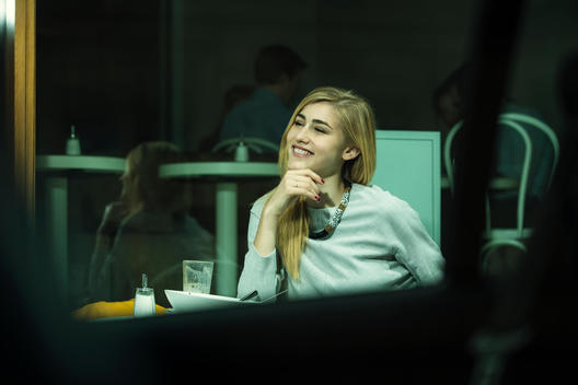 Portrait of smiling woman sitting in a cafe