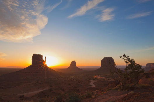 USA, Arizona, Monument Valley Tribal Park, West Mitten Butte at sunset