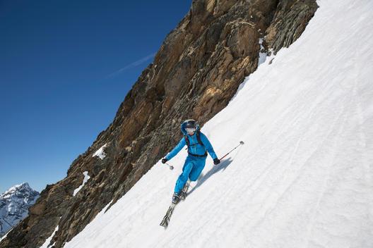 Austria, East Tyrol, Defereggental, Man telemark skiing