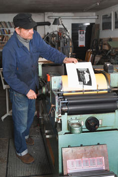 Germany, Bavaria, Man working in print shop