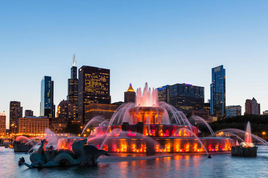 USA, Illinois, Chicago, Millennium Park with Buckingham Fountain in the evening