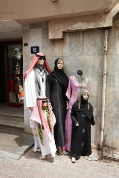 Family Of Mannequins With Traditional Arab Dress, Dubai