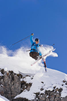 Austria, Zuers, Young man doing telemark skiing on Arlberg mountain