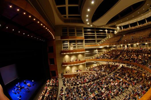 Crowded music hall, Austin, Texas, USA.