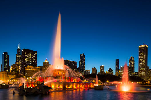 USA, Illinois, Chicago, Millennium Park with Buckingham Fountain at night