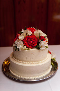 White Wedding Cake With Red And White Flowers