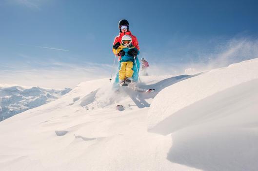 Austria, Salzburg Country, Altenmarkt-Zauchensee, Family skiing in mountains