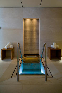 Spa Hot Tube Pool At Aurelio Hotel