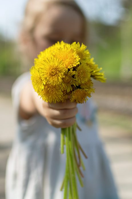 Free Image: Happy mothers day - Girl with flowers | Libreshot Public Domain Photos