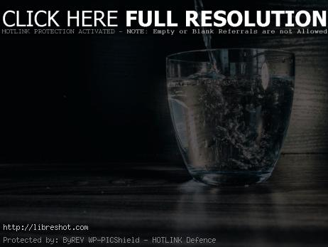 Water flows into the glass