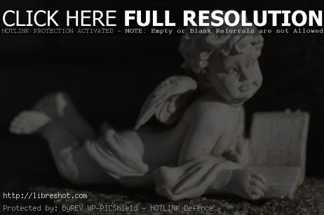 Statue of an Angel on a Grave | Free Images For Commercial Use