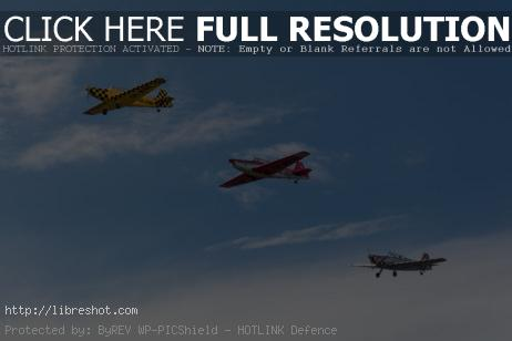 Free image of Aerobatic planes in formation
