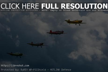 Free image of Aircraft flying in formation