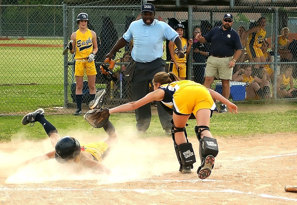 softball, scoring, sliding