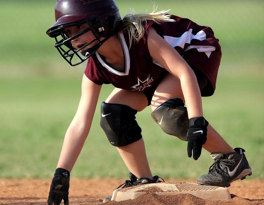 softball, runner, base