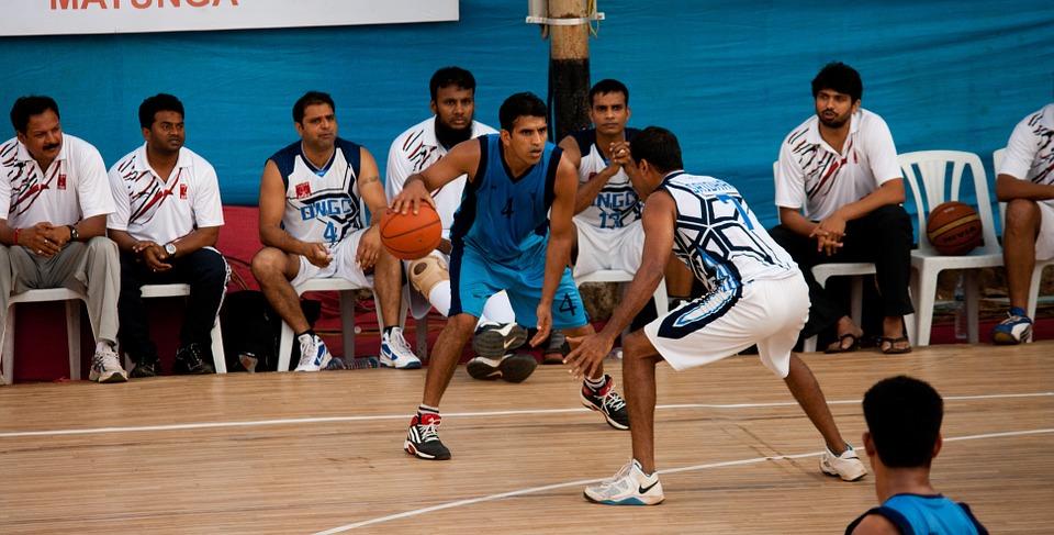 bouncing basketball, action, players