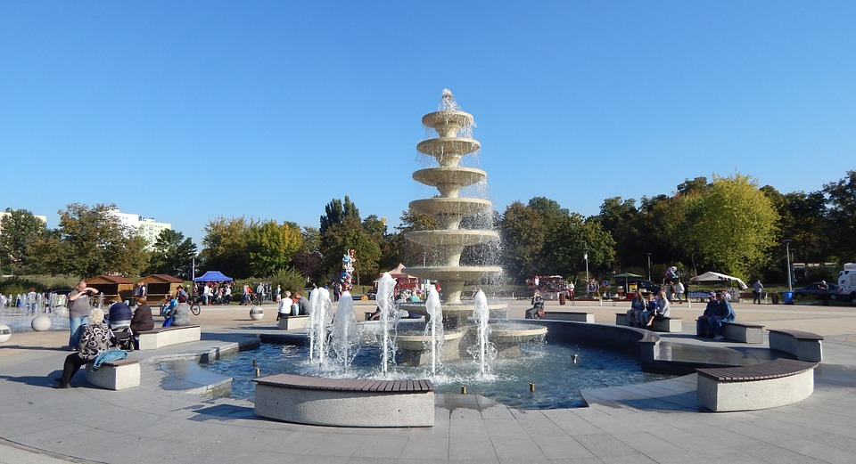 fountain, park on the island, in saw
