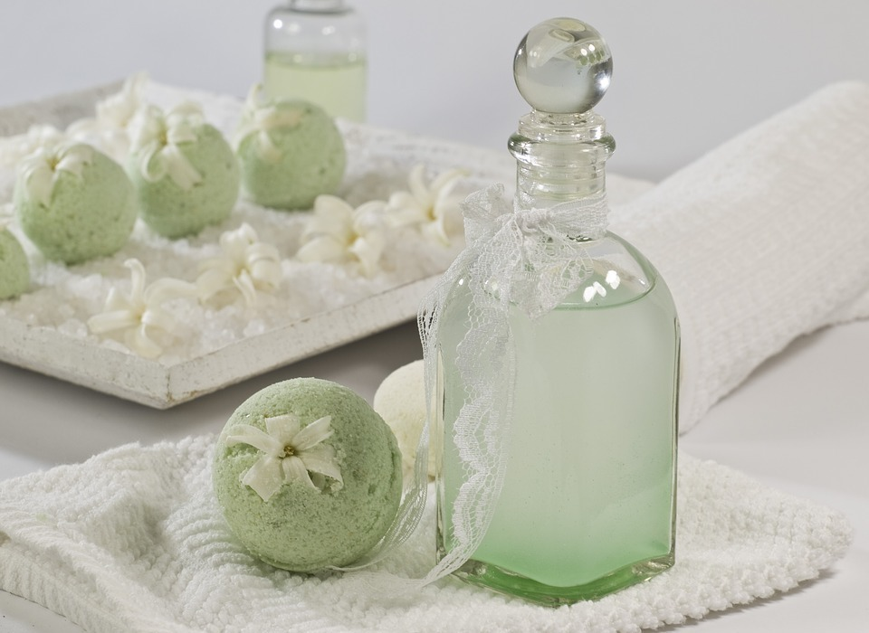 bath balls, mint, woodruff