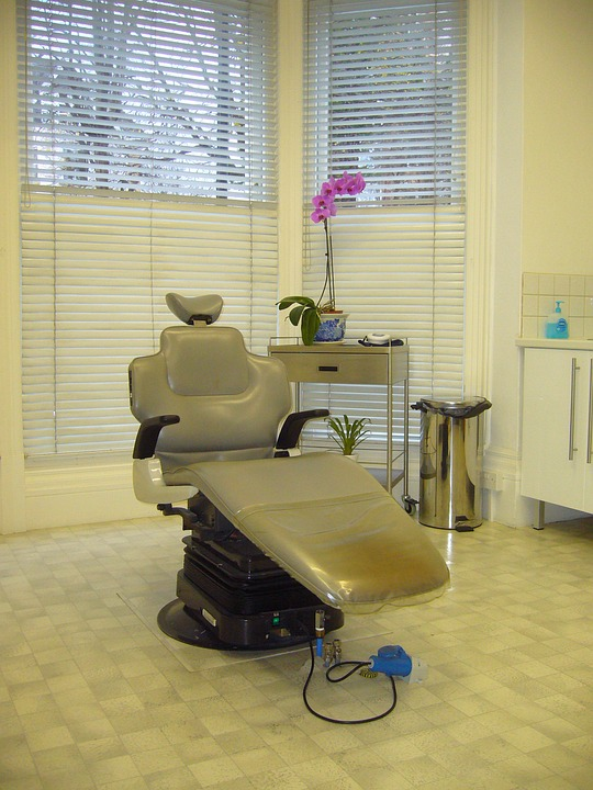 dentist, dentist\'s chair, dental surgery