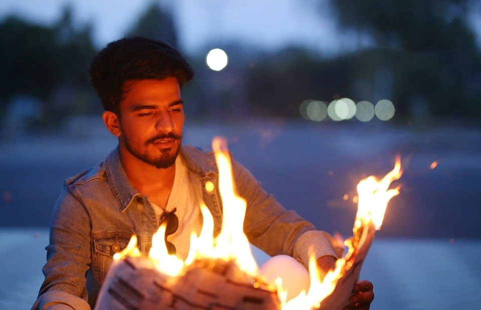 pakistani boy, fireman, newspaper fire