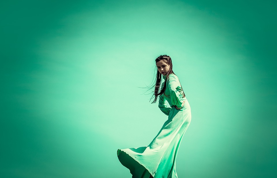 green, dress, on the edge