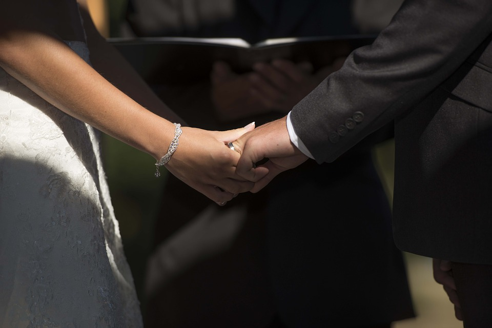 marriage, connect, holding hands