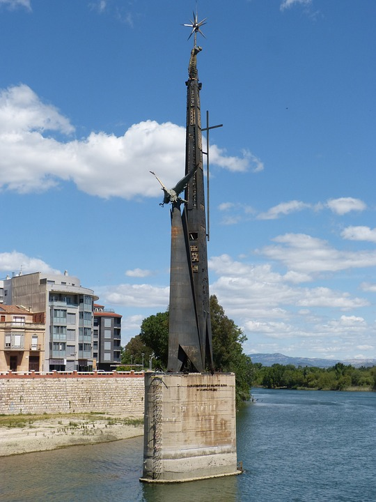 memorial battle of the ebro, controversy, fascism