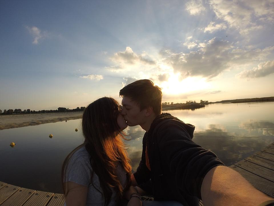 selfie, kiss, pair