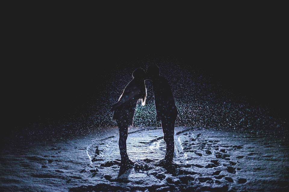 couple kissing, snowy night, snowing